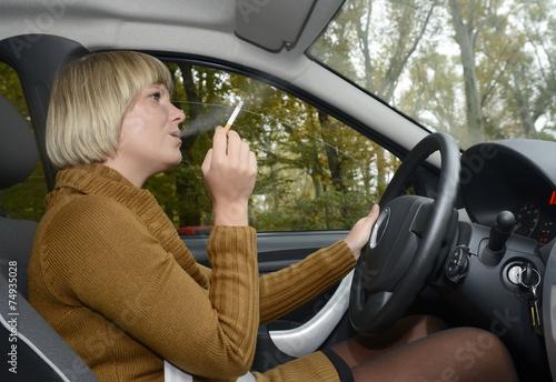 canvas print picture junge Frau raucht im Auto,  Berlin, Deutschland