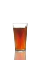Studio, Glas, Ein Glas mit Cola vor weißem Hintergrund