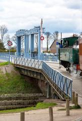 Locomotive à vapeur sur le pont  du port de St Valéry sur Somme
