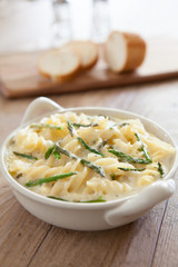 Pasta with Asparagus and Cheese