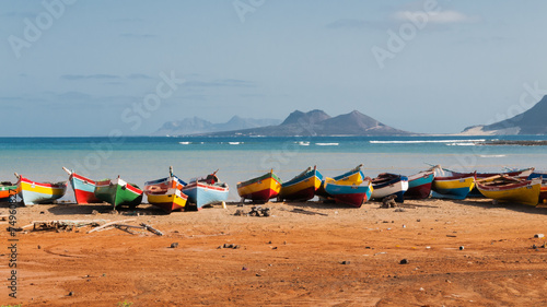 Poster Eiland Fishing boats rest in Mindelo beach.
