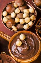cioccolata con nocciole tostate