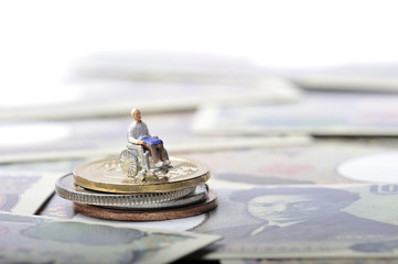 お金と高齢者の生活