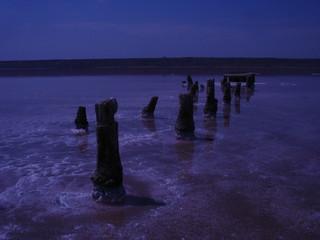 Заброшенная добыча соли на высыхающем озере