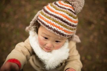 ニット帽をかぶった少女