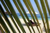 Transat sur plage de sable blanc
