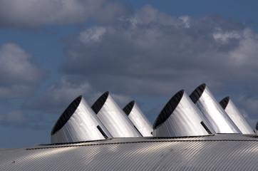 Cheminées d'un toit moderne