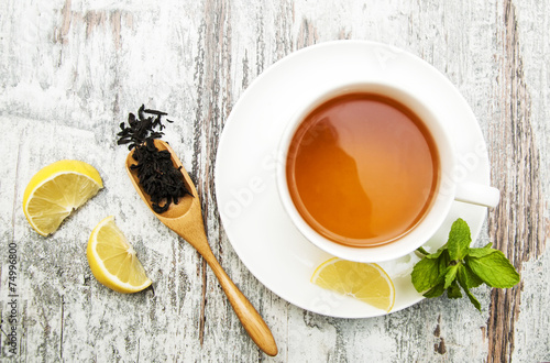 Deurstickers Koffie Cup of tea with lemon and mint