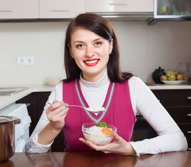 woman eating boiled rice