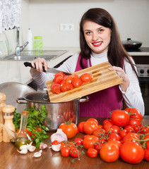 housewife cutting the tomatoes
