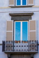 Finestra e balcone, facciata palazzo signorile