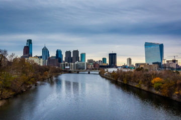 The Schuylkill River and skyline in Philadelphia, Pennsylvania.