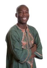 Stehender Afrikaner in traditioneller Kleidung