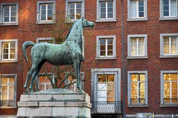 Pferdestatue aus Bronze vor dem Theater Aachen