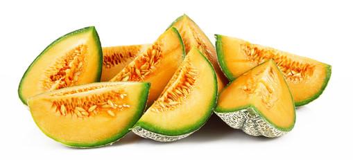 fette di melone fresco in fondo bianco