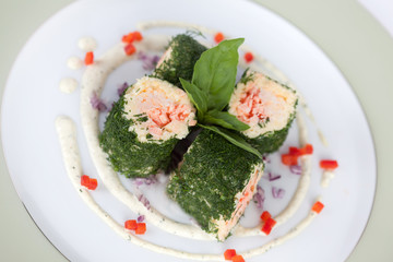 fish roll with dill sweet pepper sauce