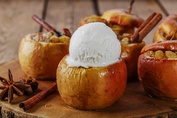 baked apples with raisins and cinnamon ice cream