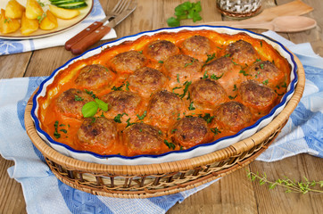 Fried meatballs in tomato sauce