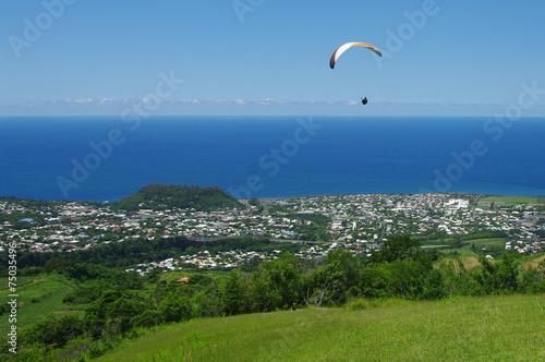Deurstickers Luchtsport La Réunion - Parapente à Piton l'Entonnoir