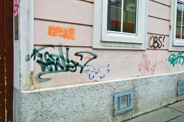 Verunreinigte Hausmauer