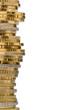 Stapel Geldmünzen vor weißem Hintergrund
