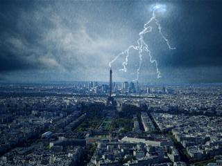 Eiffelturm mit Blitz