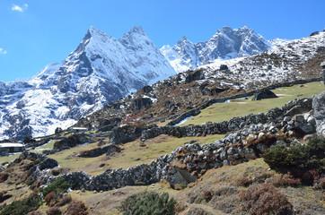 Непал, Гималаи, загон для скота высоко в горах