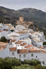 Pueblo de Zuheros y castillo medieval