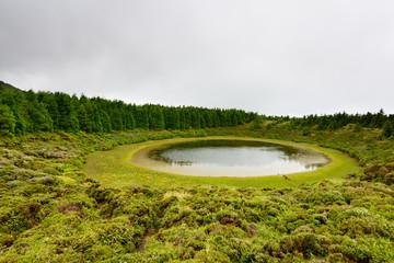 lagoa em cratera vulcanica Açores