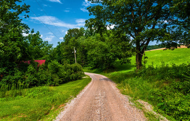Dirt road in the rural countyside of Southern York County, Penns