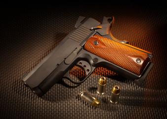 Semi automatic handgun