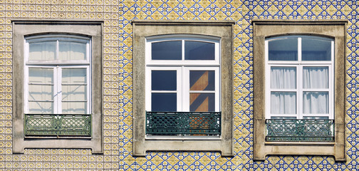 Vintage windows in Porto, Portugal