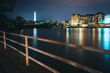 The Washington Monument and buildings along the waterfront at ni