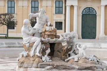 wasserbrunnen in schloss schönbrunn