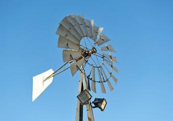Viejo molino de viento, bomba de agua