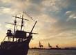 canvas print picture - Sonnenuntergang am Hafen