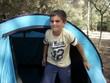 Bambino in campeggio