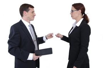 Mann und Frau im Geschäftsgespräch