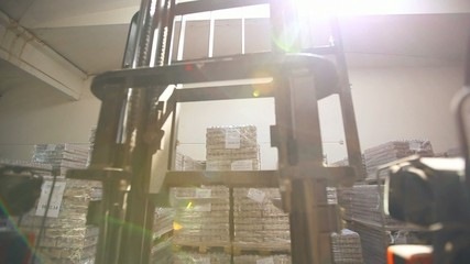 loader removes pallets in stock