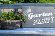 canvas print picture - Kreidetafel mit Gartenparty
