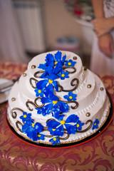 Festive pie with dark blue flowers 1591.
