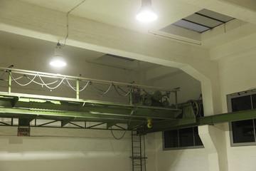 Industriehalle mit einem Kran