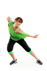 tanzende Frau in grünen Outfit