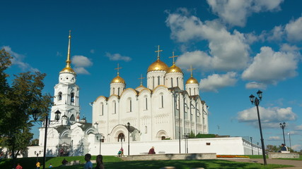 Golden domes of Uspensky cathedral in Vladimir, timelapse