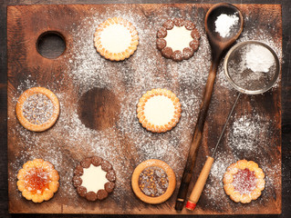 Cookies dusted with icing sugar