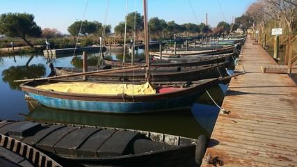 Barcas amarradas al embarcadero