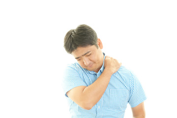 肩痛を訴える男性