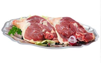 cuisse de canard crues sur plat ovale