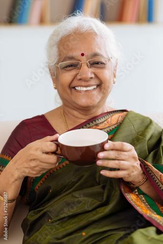 Drinking tea - 75216687