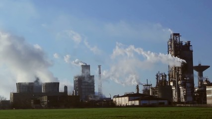 Industrial process plant that manufactures chemicals,time lapse